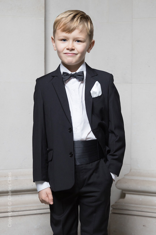Boys Suits Ivory Waistcoat with Black Trousers /& Jacket 5pc Fitted Suit pageboy
